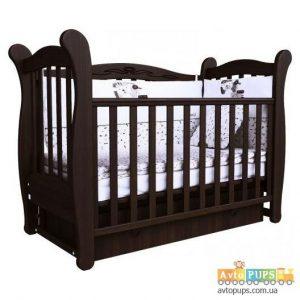 Детская кроватка темная