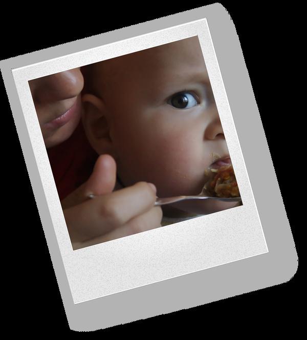 Почему новорожденный срыгивает после каждого кормления?